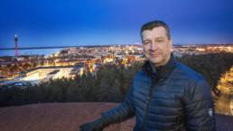 Pertti Suuripää Tampereen Sähkölaitoksalta Pyynkin näkötornissa. Kuva: Sami Helenius.