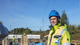 Timo Hakkarainen kuvattuna voimajohtohankkeen työmaalla.