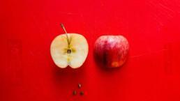 kuvituskuvassa omena halkaistuna