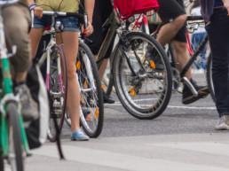 polkupyöriä rivissä