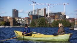 Pekka ja Elina Westerling veneilemässä.